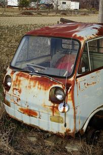 廃車の軽トラックの写真素材 [FYI04685375]