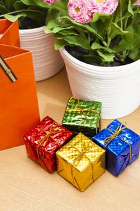 カラフルなプレゼントボックスBOXの写真素材 [FYI04685474]