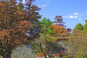 秋の会津若松城の写真素材 [FYI04685666]