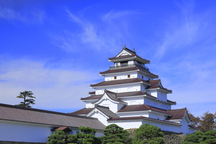 会津若松城の天守と南走長屋の写真素材 [FYI04685683]