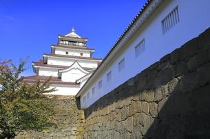 会津若松城の天守と南走長屋の写真素材 [FYI04685691]