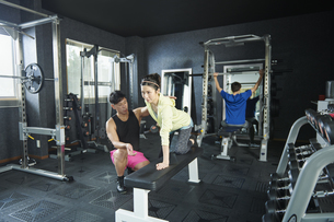 ワークアウト パーソナルトレーニング トレーナーの写真素材 [FYI04686140]