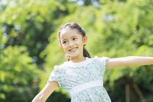 女の子 夏の写真素材 [FYI04686487]