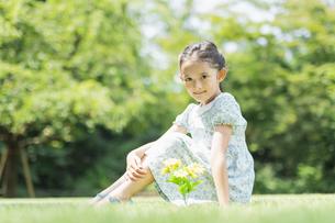 女の子 夏の写真素材 [FYI04686496]