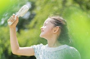 女の子 夏の写真素材 [FYI04686506]