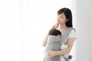 母親と赤ちゃんの写真素材 [FYI04686926]