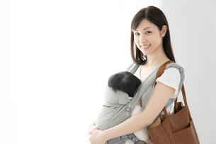 母親と赤ちゃんの写真素材 [FYI04686933]