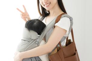 母親と赤ちゃんの写真素材 [FYI04686935]