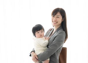 母親と赤ちゃんの写真素材 [FYI04686949]