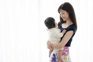 母親と赤ちゃんの写真素材 [FYI04686966]
