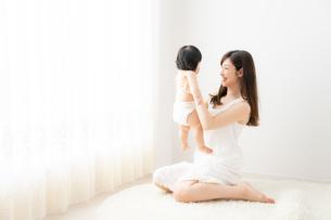 母親と赤ちゃんの写真素材 [FYI04687248]