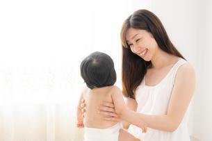 母親と赤ちゃんの写真素材 [FYI04687259]