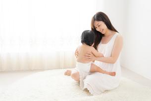 母親と赤ちゃんの写真素材 [FYI04687272]