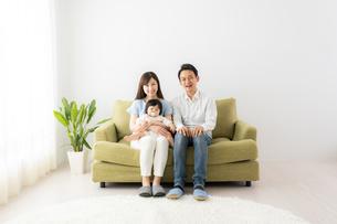 日本人家族の写真素材 [FYI04687331]