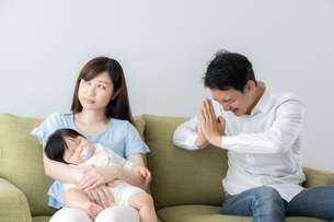日本人家族の写真素材 [FYI04687402]