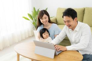 日本人家族の写真素材 [FYI04687410]