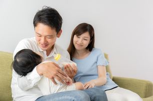 日本人家族の写真素材 [FYI04687423]