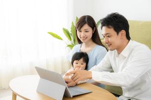 日本人家族の写真素材 [FYI04687425]