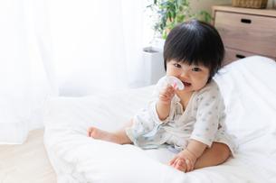 赤ちゃんの写真素材 [FYI04687440]
