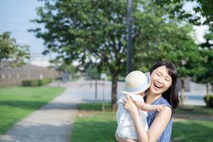 母親と赤ちゃんの写真素材 [FYI04687490]