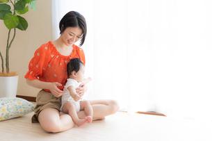 母親と赤ちゃんの写真素材 [FYI04687592]