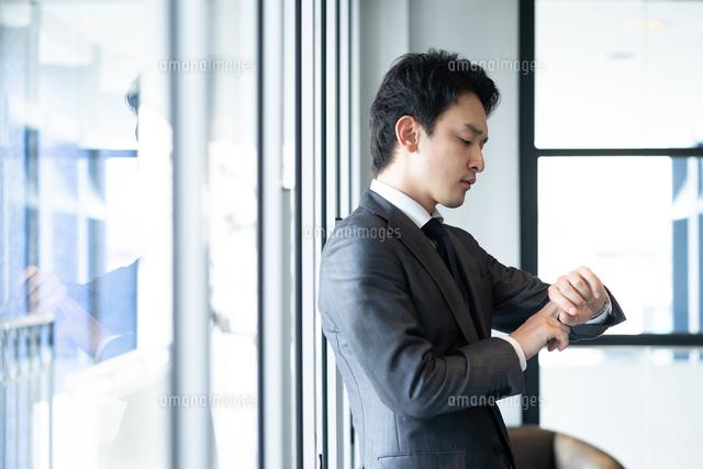 日本人ビジネスマンの写真素材 [FYI04687757]