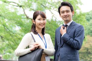日本人ビジネスマンとビジネスウーマンの写真素材 [FYI04687919]