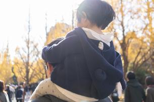 日本人親子の写真素材 [FYI04688089]