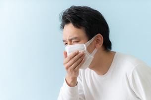 日本人男性の写真素材 [FYI04688240]