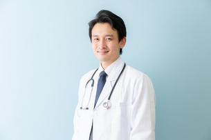 日本人男性医師の写真素材 [FYI04688248]