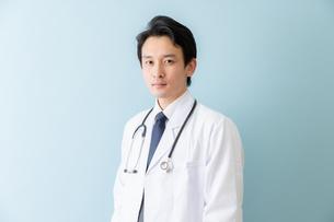 日本人男性医師の写真素材 [FYI04688250]