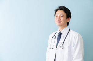 日本人男性医師の写真素材 [FYI04688252]