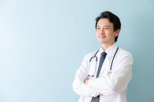 日本人男性医師の写真素材 [FYI04688253]