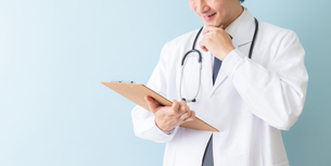 日本人男性医師の写真素材 [FYI04688275]