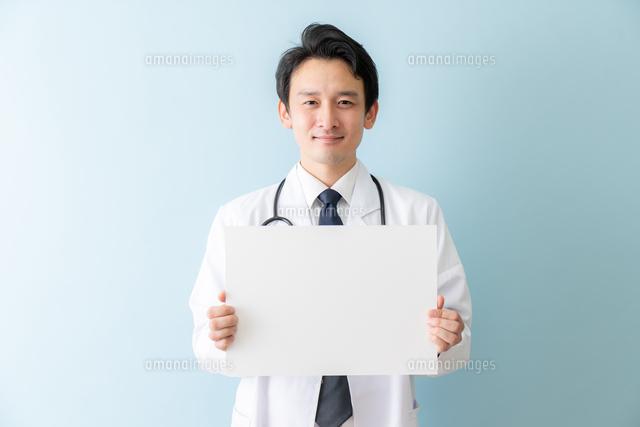 日本人男性医師の写真素材 [FYI04688291]
