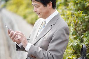 日本人シニアビジネスマンの写真素材 [FYI04688347]