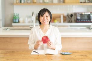 日本人シニア女性の写真素材 [FYI04688843]