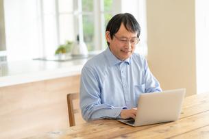 日本人シニア男性の写真素材 [FYI04688870]