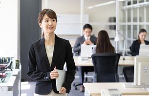 日本人ビジネスウーマンの写真素材 [FYI04689137]