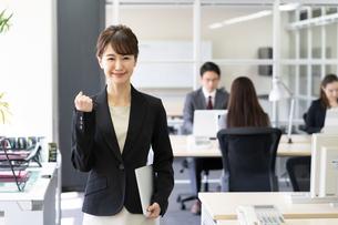 日本人ビジネスウーマンの写真素材 [FYI04689143]