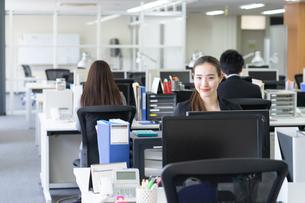 日本人ビジネスウーマンの写真素材 [FYI04689153]