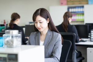 日本人ビジネスウーマンの写真素材 [FYI04689168]