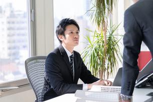 日本人ビジネスマンの写真素材 [FYI04689312]