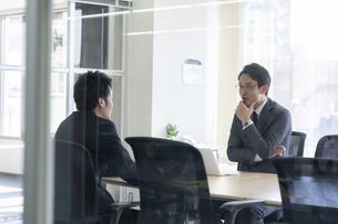 日本人ビジネスマンの写真素材 [FYI04689323]