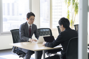 日本人ビジネスマンの写真素材 [FYI04689324]