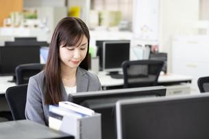 日本人ビジネスウーマンの写真素材 [FYI04689492]