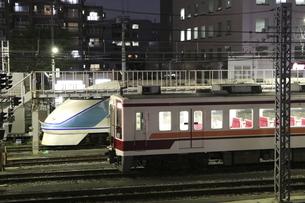 夜の電車留置線の写真素材 [FYI04689530]