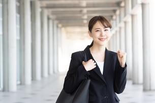 日本人ビジネスウーマンの写真素材 [FYI04689836]