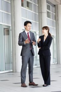 日本人ビジネスマンとビジネスウーマンの写真素材 [FYI04689952]