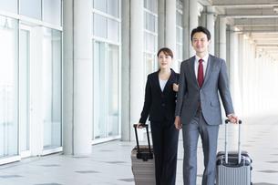 日本人ビジネスマンとビジネスウーマンの写真素材 [FYI04690000]